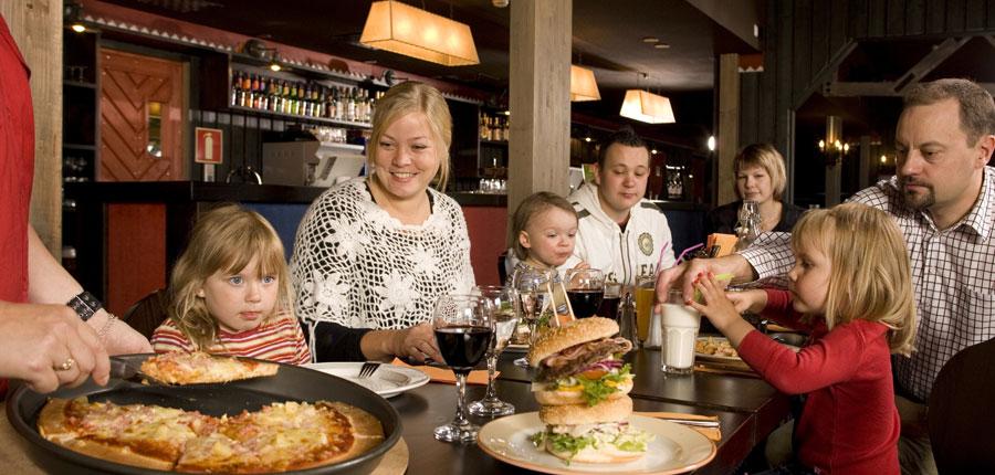 finland_lapland_saariselka_holiday_club_spa_hotel_bar_pizza.jpg